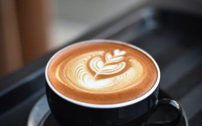 Verrassende manieren waarop cafeïne je lichaam en hersenen beïnvloedt